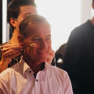Geschäftsführer Frank Hölscher kurz vor seiner Eröffnungsrede .