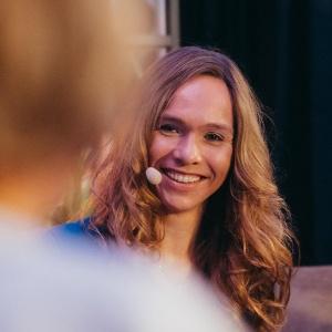 Die Moderatorin Ilka Groenewold